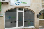 Fachada Head Factor (Marbella) Letras corporeas y vinilos cristales